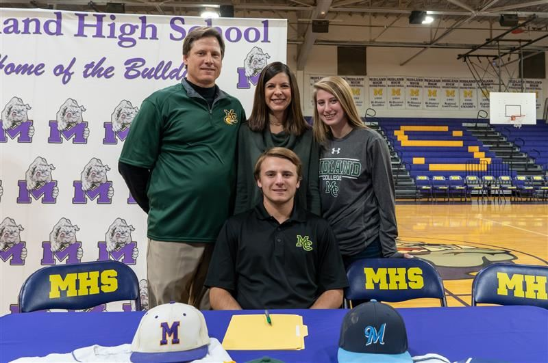 Cooper Jauz commits to play baseball at Midland College